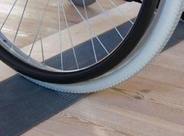 Fabricadas con goma de excelente calidad, evitando que las ruedas sufran daños al tratar de subir bordillos.