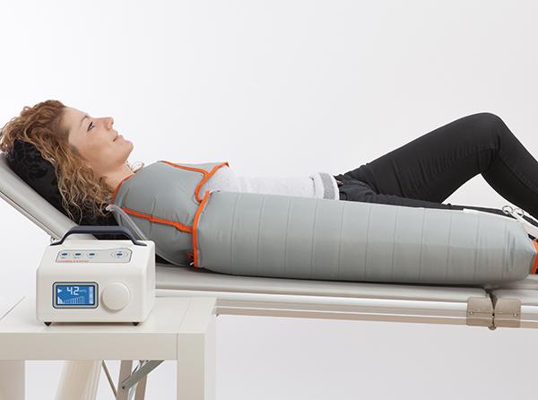 La presión, que debe ser configurada por un profesional clínico, se ajusta exactamente a las necesidades del paciente.